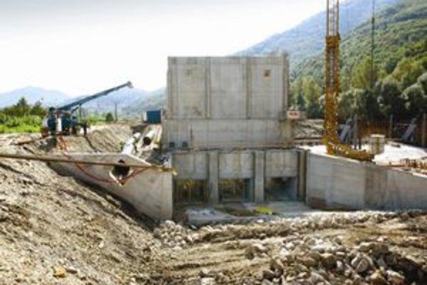 Malých vodných elektrární pribudlo veľa na rieke Hron. Odborníci tvrdia, že podobná situácia môže nastať aj v Liptove.