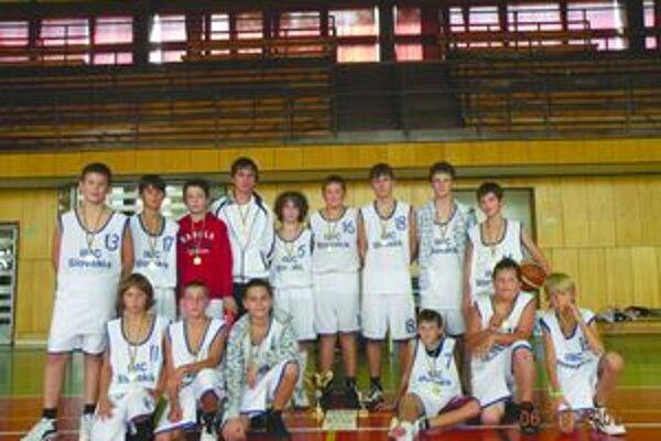 Mladší žiaci Pov. Bystrice vyhrali basketbalový turnaj v Kyjove.