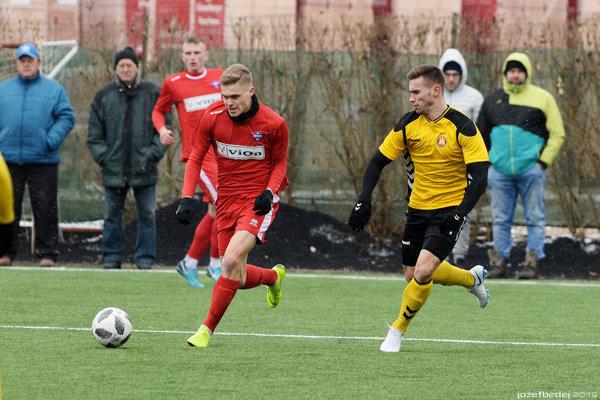 Jakub Švec (vpredu v červenom) uzavrel skóre na 2:0.