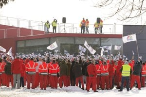 Zamestnanci Audi Hungaria štrajkujú.