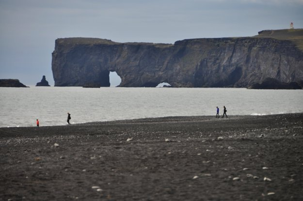 Reynsfjara - exotická pláž s čiernym pieskom