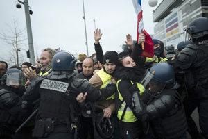 Protesty žltých viest od novembra sprevádza násilie.