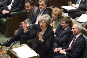 Britská premiérka Theresa Mayová počas rokovania v parlamente.