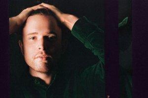 James Blake na obale albumu Assume Form.