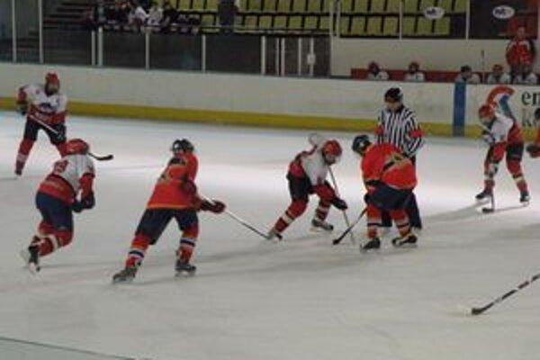 Zlá situácia na štadióne sa bytostne dotýka hlavne mládeže. Na ľad sa zatiaľ túto sezónu v Považskej Bystrici nedostali. Muži trénovali v Púchove.