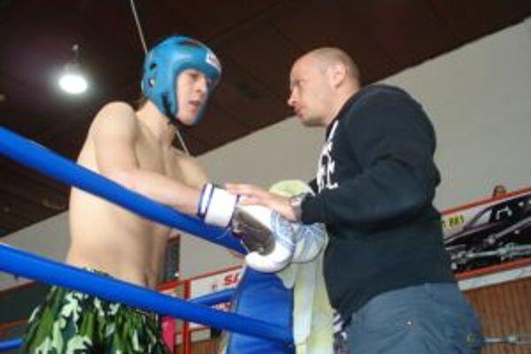 Z mikulášskeho Sazuka kickbox klubu na turnaji štartoval David Červeň, ktorý vyhral oba svoje súboje.