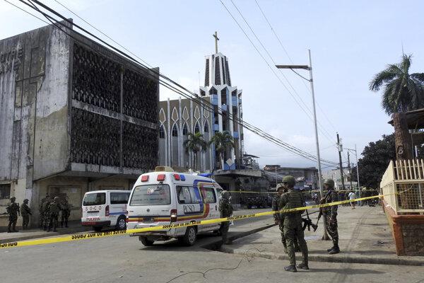 Bombový útok na kostol neprežilo najmenej 12 civilistov.
