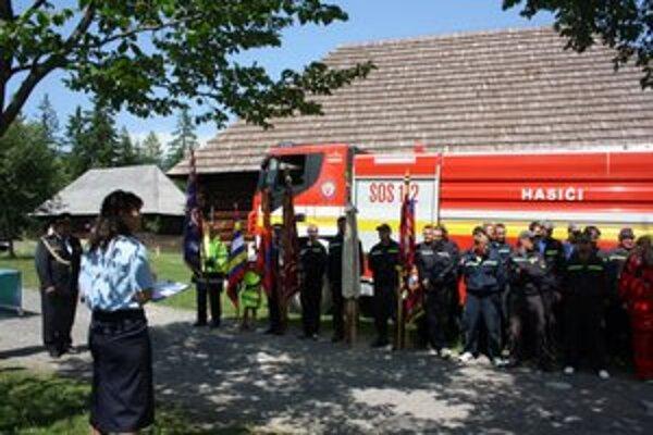 Súťaž pre hasičské družstvá pripravilo riaditeľstvo Okresného hasičského a záchranného zboru v Liptovskom Mikuláši.