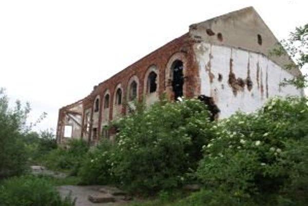 Jedna z budov zaujímavého technického areálu bývalej koštiaľne.