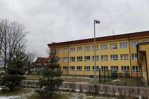 Školu vo Veľkej Lomnici navštevuje viac ako 800 žiakov.