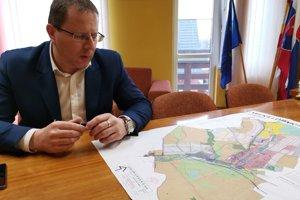 Starosta Peter Duda. Územný plán v obci počíta s novou priemyselnou zónou.