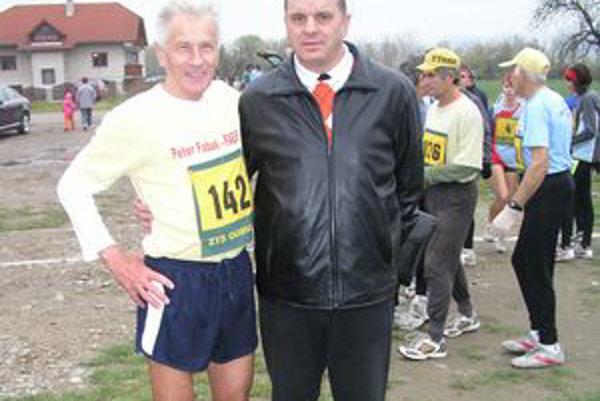 Vincent Bašista (vľavo) získal veteránsky titul v maratóne.