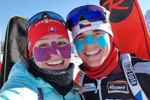 Paulína Fialková s českým biatlonistom Michalom Krčmářom pri tréningu v Canmore.
