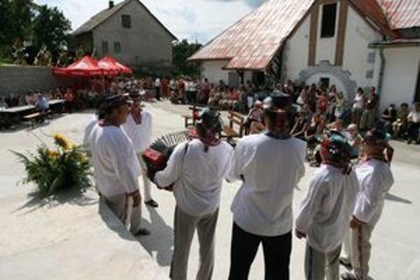 Výročie si obyvatelia pripomenuli aj kultúrny programom.