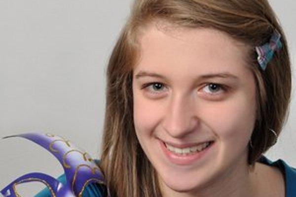Monika sa so svojimi poviedkami zúčastňuje na národných aj medzinárodných súťažiach.