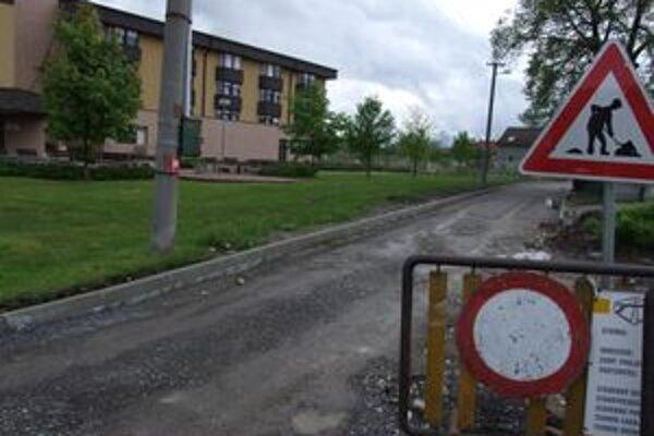 Stavebné práce by pri nemocnici mali byť hotové v júni.