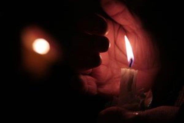 Tradičnou bodkou bude stretnutie pri nočných sviečkach pred divadlom.