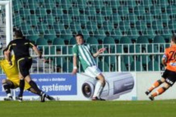 Ružomberok v Prešove remizoval Kapitán hostí Tomáš Ďubek  na fotgrafii vpravo otvára skóre zápasu.