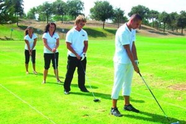Študenti sa v Andalúzii učili ako funguje golfový šport v praxi.