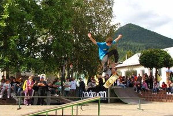Ružomberskí skateri sedem rokov bojovali s veternými mlynmi. Až teraz sa dočkali, poslanci schválili projekt skateparku do budúcoročného rozpočtu.