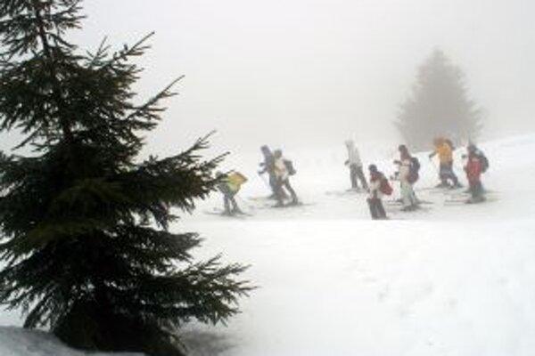 Na horách trvá lavínové nebezpečenstvo druhého stupňa.