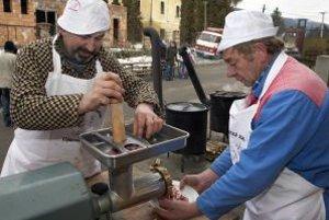 Obecné zabíjačky s prípravou špecialít sa v Liptovskej Teplej už stali tradíciou.