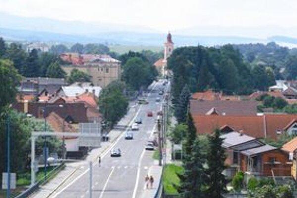 Dopravná záťaž v priebehu piatich rokov stúpla v Liptovskom Mikuláši o viac ako 6-tisíc áut denne.