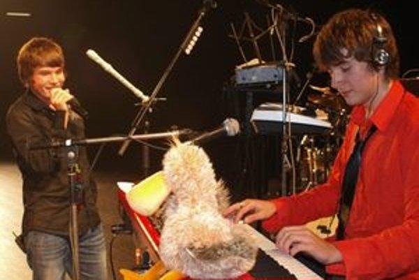 Martin Harich (vľavo) s Marekom Masarikom založili pred viac ako dvoma rokmi skupinu Musitany Hope. Martin teraz nielen seba a rodný Liptov zviditeľňuje v druhej sérii Československej SuperStar, ale aj spoločnú hudobnú skupinu.