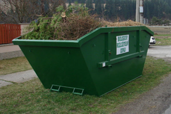 Zhodnotia zelený odpad, ktorý ľudia nepoužijú na kompost.