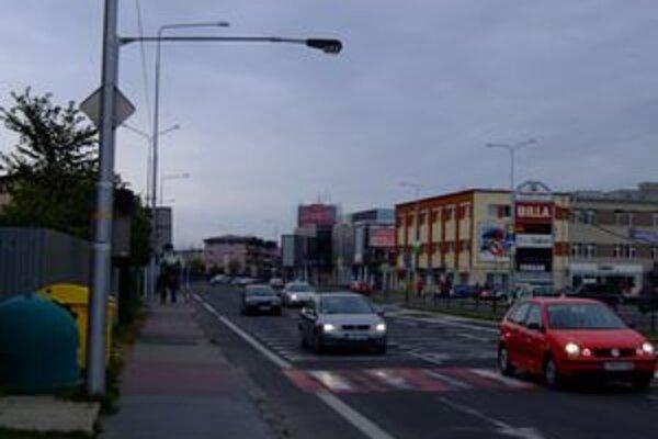 Prvé špeciálne osvetlenie namontovali vlani skúšobne na jednom z priechodov v centre mesta.