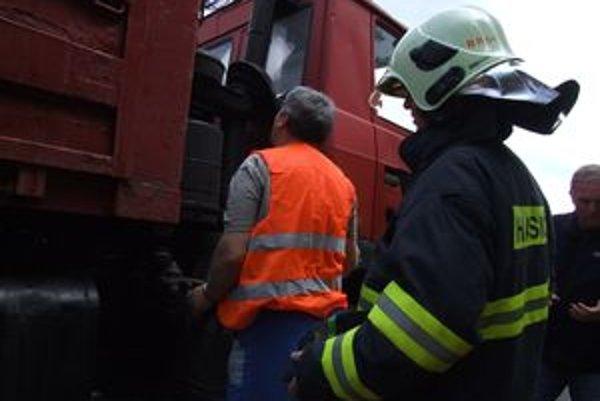 Duchaprítomný vodič zachránil auto, hasiči zasahovať nemuseli.