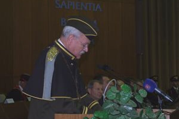 Prezident Ivan Gašparovič počas príhovoru po udelení titulu.
