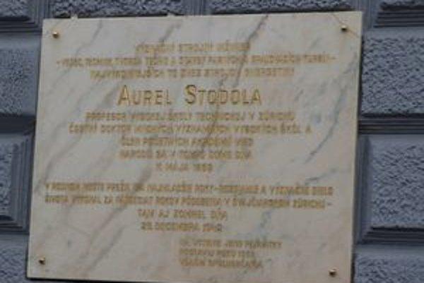 Tabula venovaná Aurelovi Stodolovi je od dnes na svojom pôvodnom mieste.