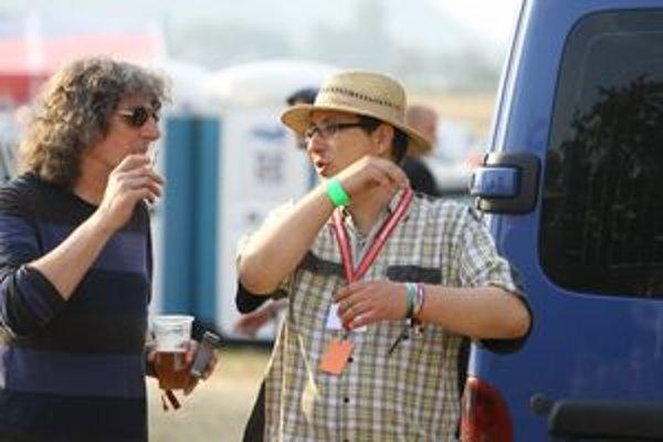 Peter Lehotský (vpravo) nie je v hudobnej brandži nováčikom. Manažérsky spolupracoval, napríklad, so skupinami Le PAyaco, Elán a Fermata. Na fotografii s jej gitaristom Ferom Griglákom.