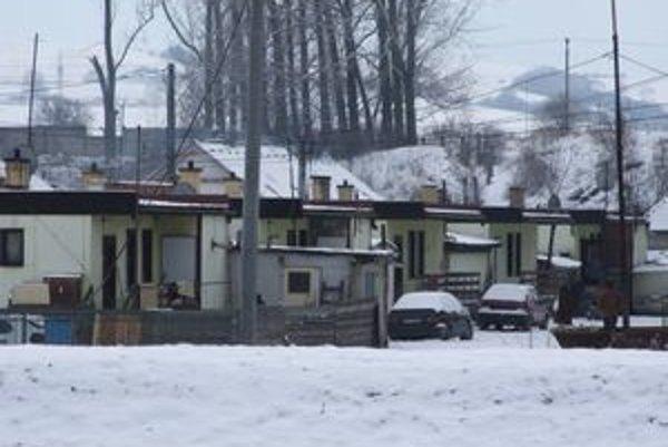 Rómska osada v Hlbokom ostane, jej obyvatelia sa do Stošíc sťahovať nebudú.