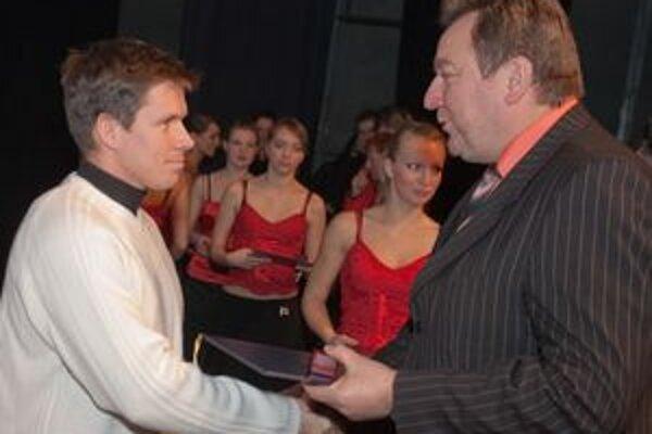 Vlani si z rúk primátora Jána Blcháča ocenenie prevzal aj Michal Martikán.