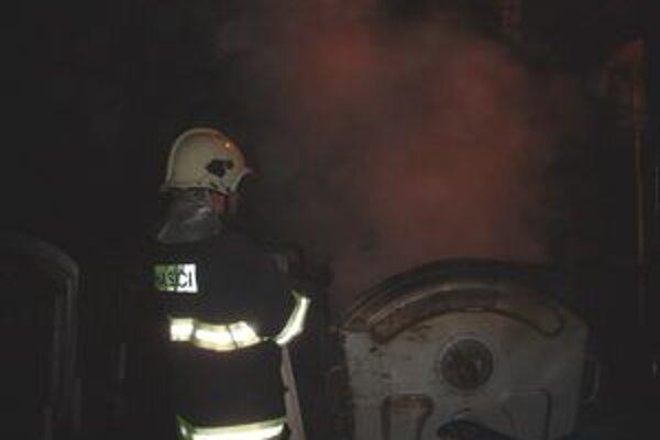 Požiare nezamestnávali len mestských policajtov, ale aj hasičov.