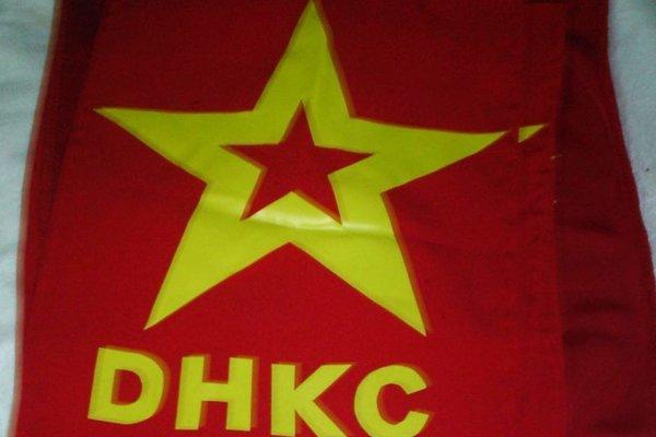 Vlajka extrémistickej organizácie DHKP-C.