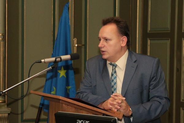 Rektor univerzity Peter Kónya.