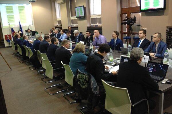 Neúspech z29. januára sa nezopakoval. Poslanci vnedeľu 10. februára prišli.