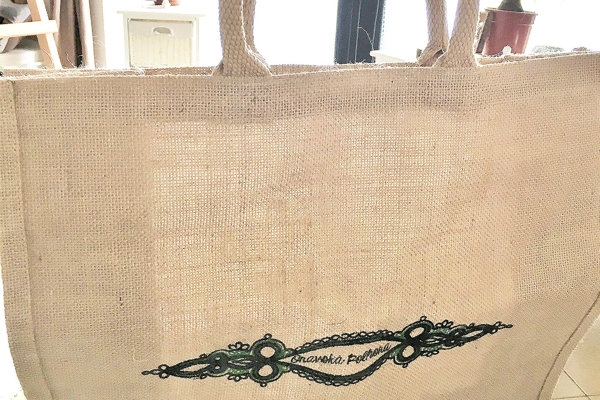 Tieto tašky dedine pomôžu znížiť spotrebu igelitiek.