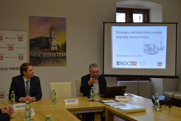 Vladimír Feľbaba (NOVA) a autor masterplanu Jan Kašík.