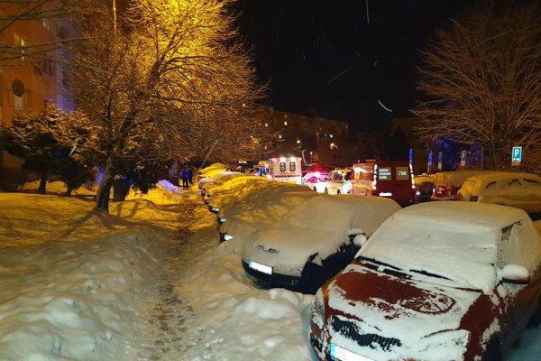Na Tatranskej včera zasahovali všetky záchranné zložky.