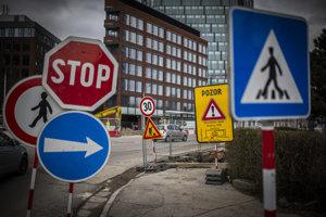 Časť ulice Mlynské nivy pozdĺž autobusovej stanice na rok úplne uzavrú pre osobné autá.