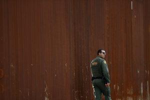 V  niektorých častiach hranice múr stojí už teraz.