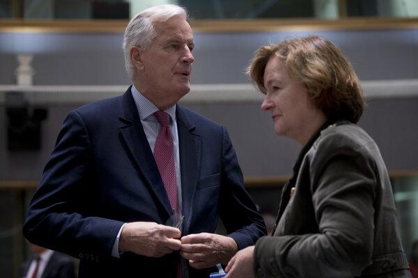 Francúzska ministerka pre európske záležitosti Nathalie Loiseauová a vyjednávač Európskej únie pre brexit Michel Barnier.