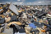 Nelegálna skládka odpadov za obcou Zlaté Klasy (ilustračné foto).
