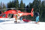 Zranených previezli leteckí záchranári do jednotlivých nemocníc.