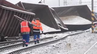 Vykoľajený vlak v Krompachoch zablokoval premávku