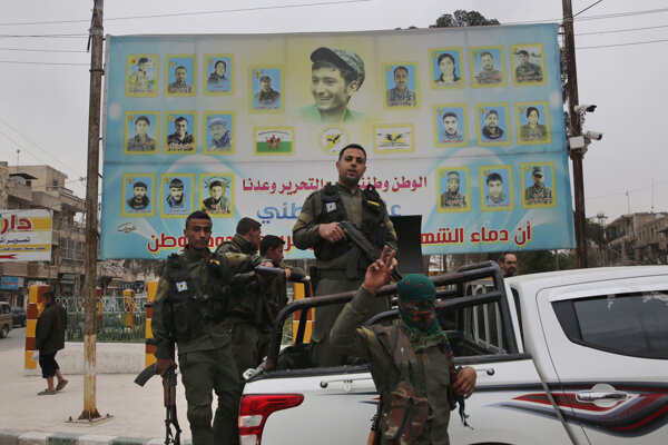 Členovia Sýrskych demokratických síl, ktoré s podporou USA bojujú proti Islamskému štátu.